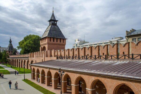 Пятницкая башня Тульского кремля, торговые ряды. Тула