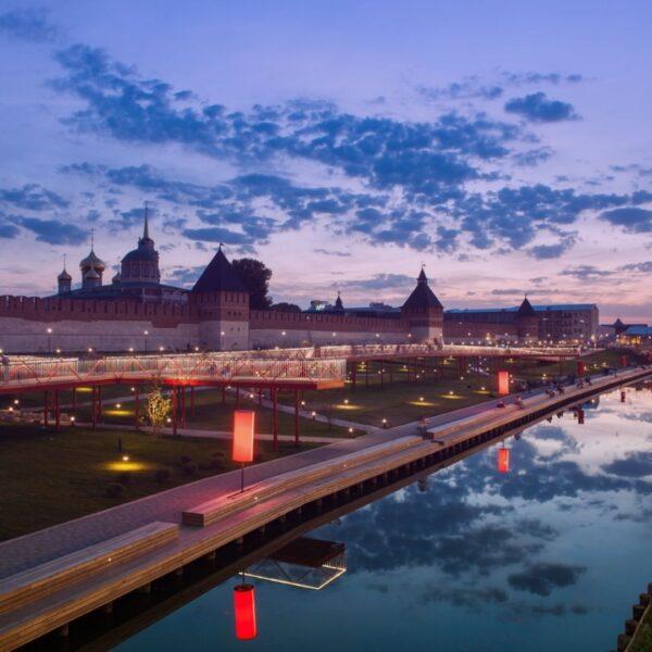 Казанская набережная в свете ночных огней