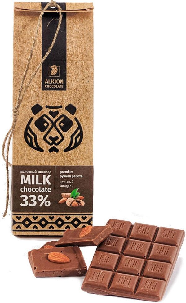 Шоколад молочный 33% ALKION CHOCOLATE с цельным миндалем, 100 г.