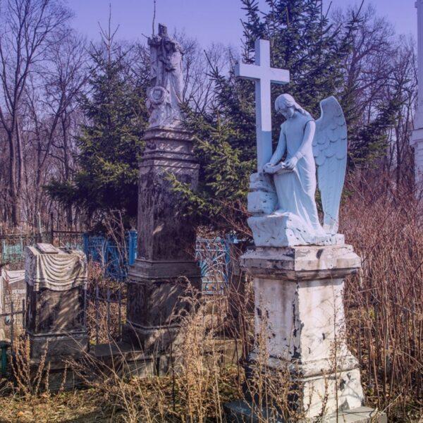 Всехсвятское кладбище памятник градиент